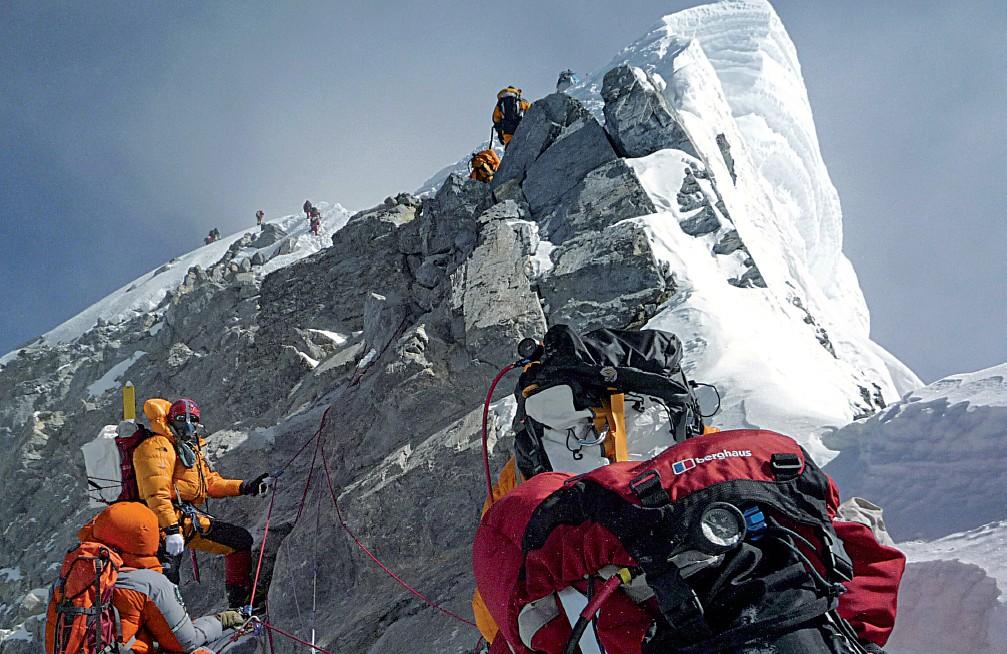 La Terra Degli Sherpa.Quegli Sherpa Travolti Da Una Valanga Di Dollari In Altro